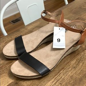 NWT Merona Two Color Strappy Short Wedges
